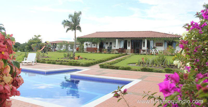 Casa campestre aures la tebaida quindio www for Casa de estilo campestre